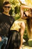 Пары обнимая под деревом Стоковая Фотография RF