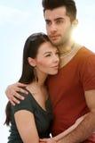 пары обнимая любить стоковое изображение rf
