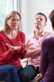 Пары обсуждая проблемы с консультантом отношения Стоковое Фото