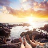 Пары около океана стоковая фотография rf