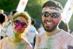 Пары от цвета бегут Бухарест самое счастливое 5k на планете! стоковое фото rf