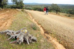 Пары паломников в через de Ла Plata, El Berrocal в Almaden de Ла Plata, провинции Севильи, Андалусии, Испании Стоковое Изображение RF