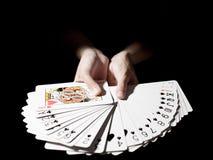 Пары палубы покера выставки руки стоковые изображения