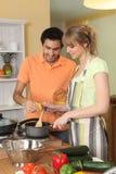 Пары подготовляя еду Стоковое Изображение