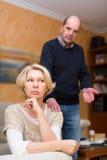 Пары после ссоры внутри помещения Стоковые Изображения