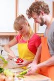 Пары подготавливая салат свежих овощей Диета Стоковые Фото
