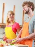 Пары подготавливая салат свежих овощей Диета Стоковые Изображения RF