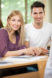 Пары подростка изучая совместно Стоковая Фотография