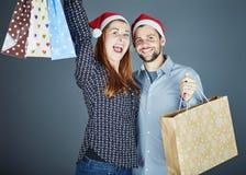Пары получили некоторые присутствующие сумки Стоковое Изображение RF