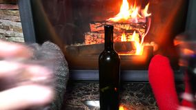 Пары празднуют рождество и Новый Год акции видеоматериалы