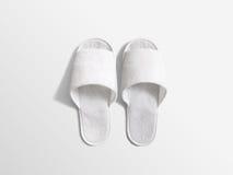 Пары пустых белых домашних тапочек, модель-макет дизайна Стоковые Фотографии RF