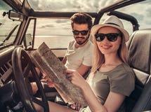 Пары путешествуя автомобилем Стоковое фото RF