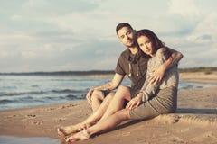 пары пляжа красивейшие Стоковые Изображения RF