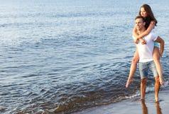 пары пляжа красивейшие Стоковые Изображения