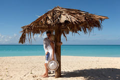 пары пляжа романтичные Стоковые Фотографии RF