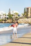пары пляжа романтичные Стоковые Фото