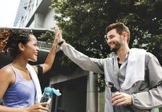 Пары разрабатывая совместно outdoors Стоковые Изображения RF