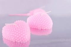 Пары розовых свечей в форме сердца Стоковые Изображения RF