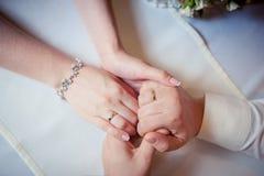 Пары рук владением любовников Стоковое Изображение RF