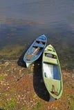 Пары рыбацких лодок приближают к озеру с вертикальным составом Стоковая Фотография RF