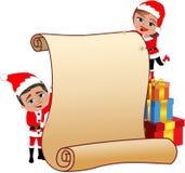 Пары Санта Клауса держа пустой пергамент Стоковые Изображения RF