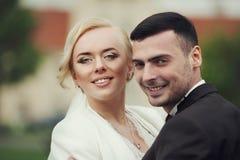 пары свадебной церемонии стильные в старой церков Стоковое Изображение