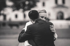 пары свадебной церемонии стильные в старой церков Стоковое Изображение RF
