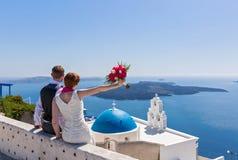 Пары свадьбы в Santorini Стоковое Изображение