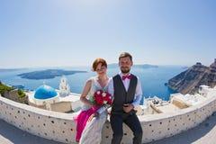 Пары свадьбы на Santorini, Греции Стоковая Фотография RF