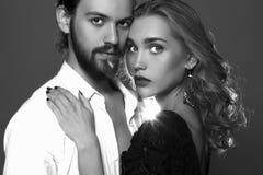 пары симпатичные Красивое касание женщины человек девушка и мальчик красоты совместно Стоковая Фотография RF