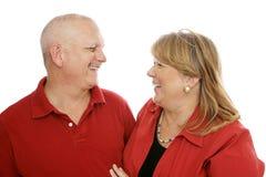 пары смеясь над совместно Стоковая Фотография