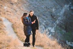 Пары смотря кольцо Стоковая Фотография RF