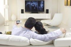 Пары смотря ТВ Стоковые Фото