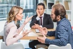 Пары споря на офисе юриста Стоковое Изображение RF