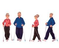 Пары старших взрослых нордических ходоков, мужчины и женщины Стоковая Фотография RF