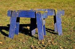Пары старых голубых sawhorses Стоковые Фотографии RF