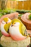 Пары статуи птицы в саде Стоковое Изображение RF