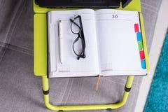 Пары стекел на журнале или дневнике Стоковые Фотографии RF