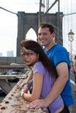 пары счастливый новый посещая york brooklyn Стоковые Фотографии RF