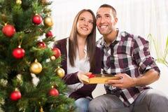 Пары счастливого Кристмас Стоковое Изображение