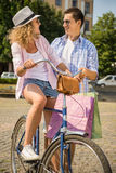 Пары с велосипедами Стоковые Изображения