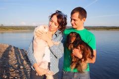 Пары с их собаками Стоковые Изображения RF
