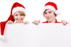 Пары с пустой пустой доской знамени Рождество Стоковая Фотография
