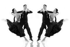 Пары танца бального зала в представлении танца изолированные на белизне Стоковое Изображение RF
