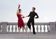 Пары танцоров танцуя бальный зал Стоковые Фото
