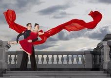 Пары танцоров танцуя бальный зал Стоковые Изображения RF