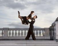 Пары танцоров танцуя бальный зал Стоковое Изображение