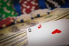 Пары тузов и обломоков покера на черной предпосылке Стоковое Изображение