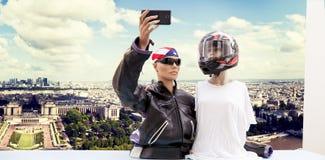 Пары туристов кукол принимают selfie Стоковая Фотография RF