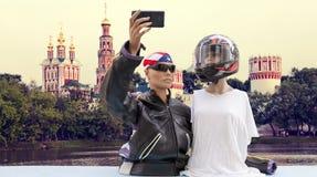 Пары туристов кукол принимают selfie Стоковое Изображение RF